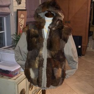 Reversible jacket tor the cold with raccoon on one